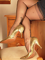 Bow heel Harmony Point fully fashioned nylons.