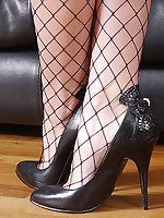 There are so many men with a fetish for ladies shoes, who feel it and come hard at a woman who wears 5 inch heel shoes with great legs like Selina! It's so natural to feel like this and if Selina does it for you, then you had better just give in to your f